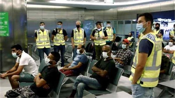 around 30 illegal pakistanis held captive on crete island