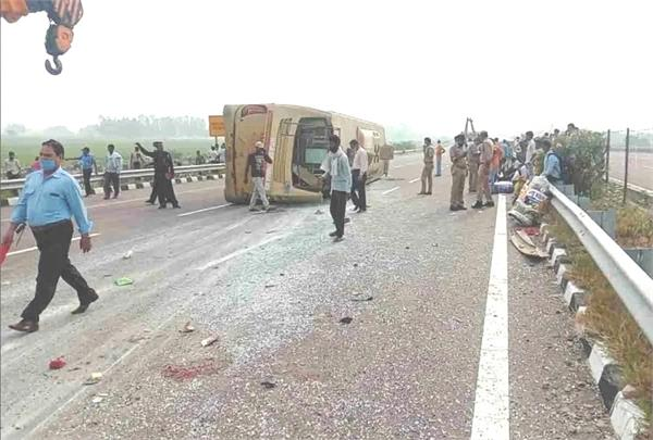 unnao road accident on agra lucknow expressway