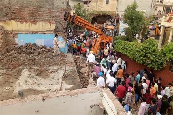 4 people buried in debris due to collapse of 2 storey building in derabassi
