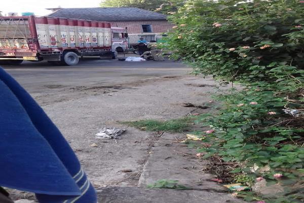 बाइक और ट्रक में टक्कर, हमीरपुर के युवक की मौत