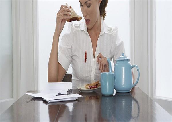 चाय हो या अचार, सिरके और गर्म पानी से दूर होंगे कपड़ों पर पड़े गहरे दाग
