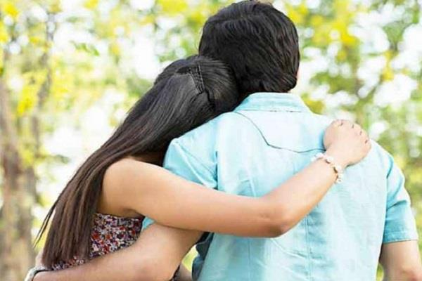 the villagers called the panchayat to meet the girlfriend in the field