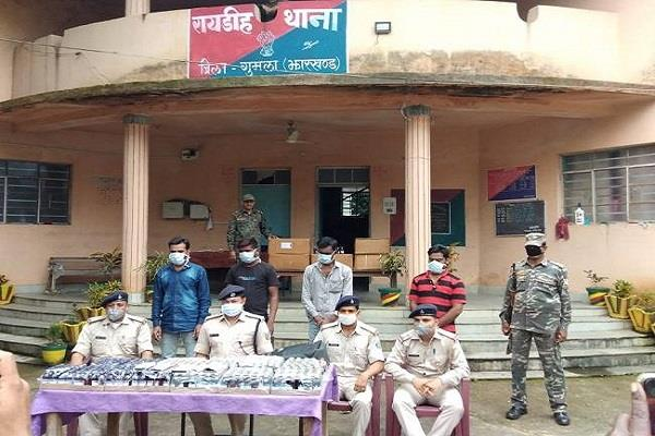 gumla police recovered huge quantity of cough syrup 4 people arrested