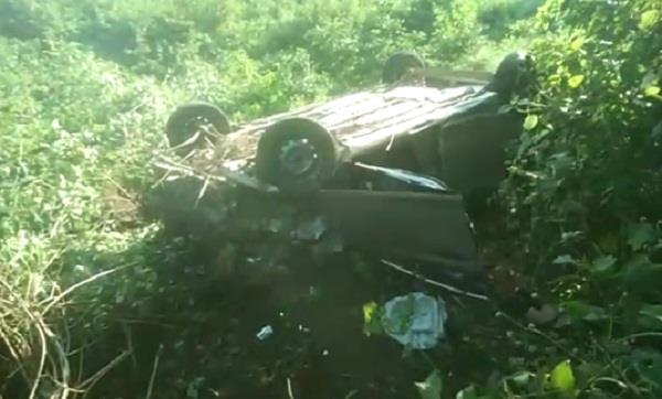 car falls into a ditch a girl dies