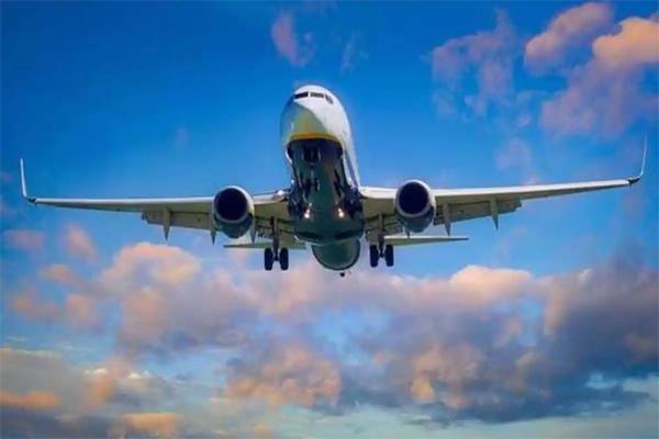 number of flights at 1 300 passengers crossed 1 32 lakh