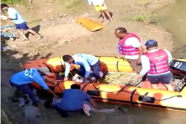 4 people drowned in kshipra river including bike
