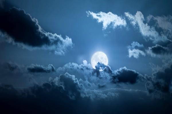 after 76 years blue moon will be seen all over the world