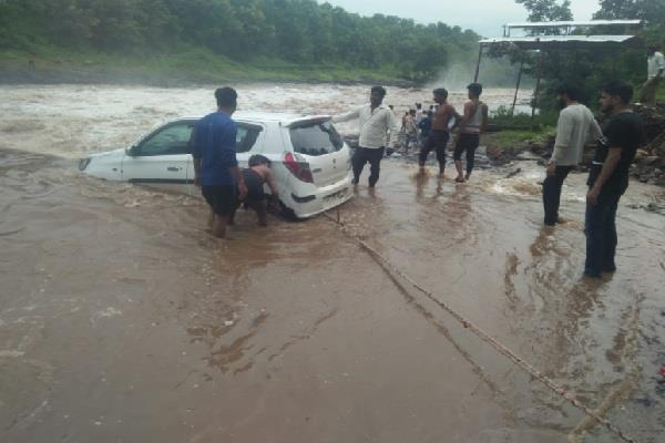 four cars suddenly appear in the strong current of water