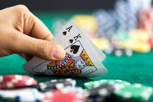 3 gamblers caught playing gambling recovered cash of rs 620 with cards