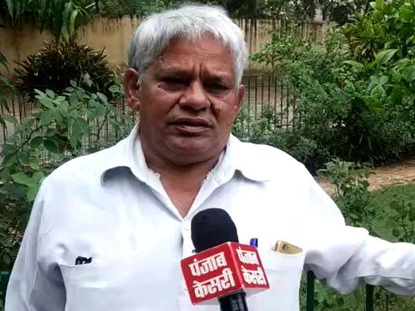 demand for senior congress leader from kamal nath