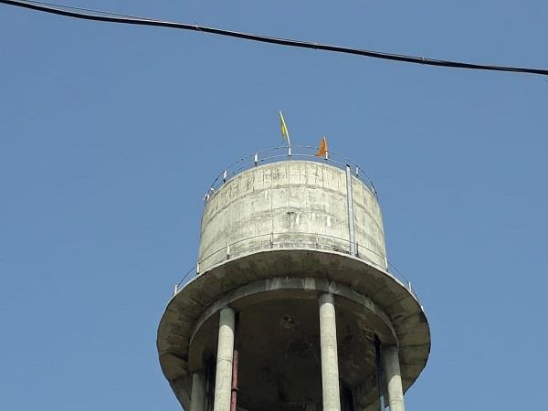 khalistani flags waved on the water tank in tarn taran
