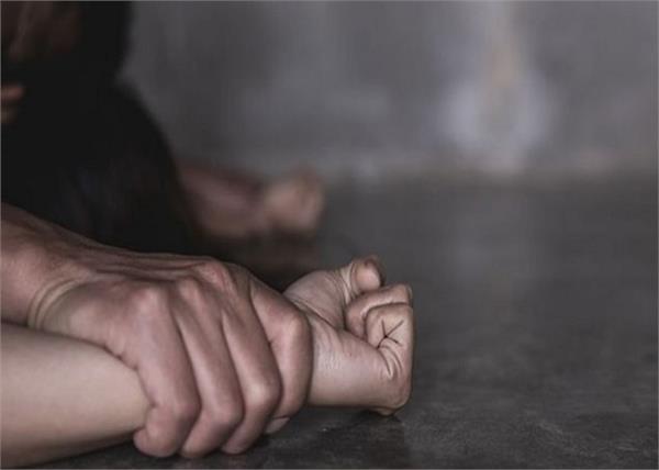 हैवानियत की हदें पार! गैंगरेप कर जीभ काटी, रीढ़ की हड्डी तोड़ी, मौत से पहले इशारों में बयां किया दर्