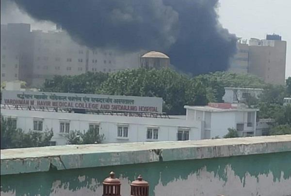 delhi heavy fire in safdarjung hospital waste plant
