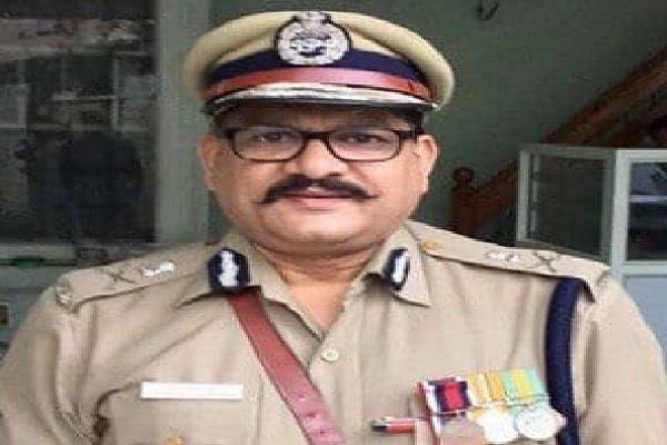daughter in support of ips officer purushottam