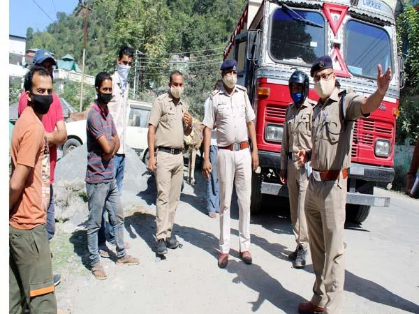 police action on illegal parking in chamba