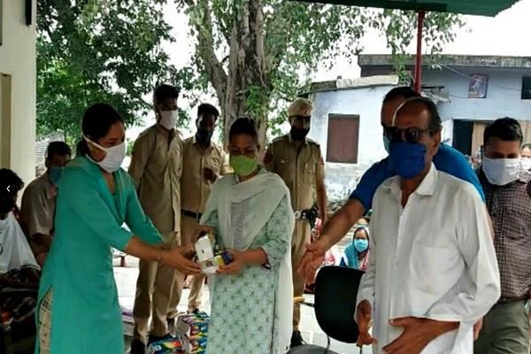 deputy commissioner ranjit kaur visits leprosy ashram