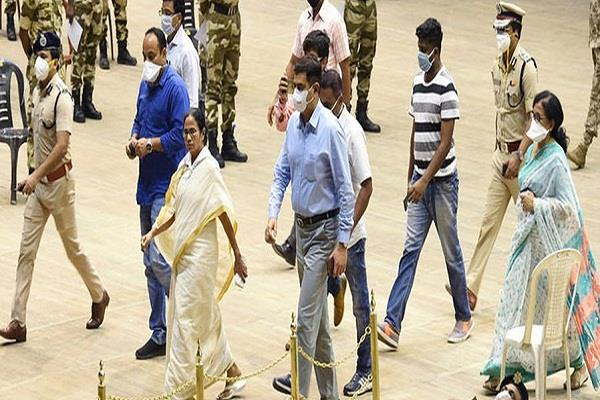 mamta wrote song in praise of police personnel
