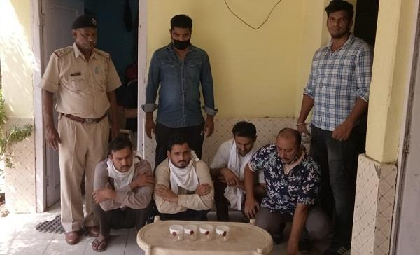 4 accused arrested for looting women as fake policemen