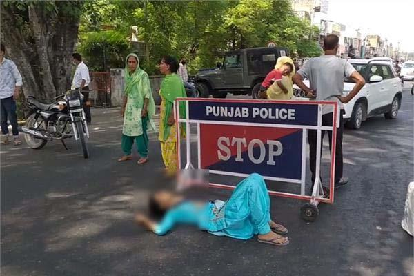 married woman beaten up in police station lay on the road for justice