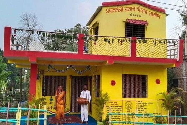 woman along with husband built two storey house in 49 days