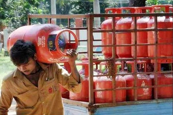lpg cylinder will not get subsidy this month know what is the reason