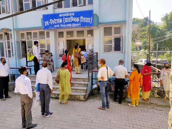 मंडी: पुलिस पहरे के बीच हो रही TGT Arts की काऊंसलिंग