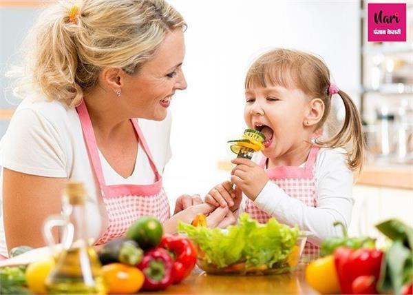 खाने में आना-कानी करता है बच्चा तो ऐसे डालें हैल्दी डाइट की आदत