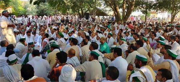 farmers took to the streets in meerut to protest against