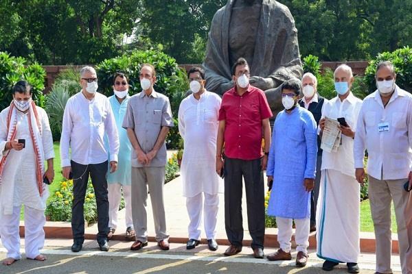 opposition parties boycott rajya sabha proceedings sit in suspended mps end