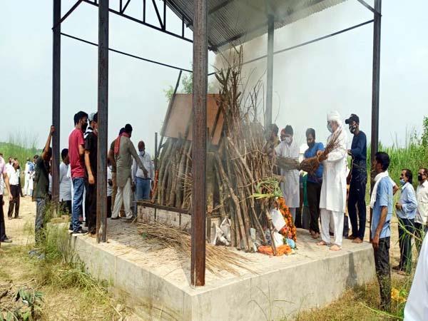 funeral of former vidhansabhऊना: राजकीय सम्मान के साथ पूर्व विधानसभा उपाध्यक्ष रामनाथ शर्मा पंचतत्व में विलीनa deputy speaker ramnath sharma