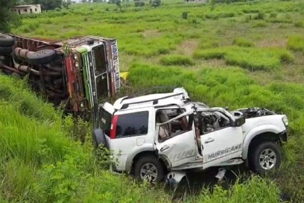 a horrific road accident in kalburgi seven dead including pregnant woman