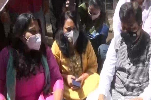 violence case bjp protests on bail of shiv sainiks demand for arrest again