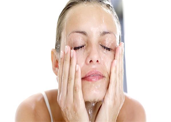 Skin Fasting: नो मेकअप, सिर्फ पानी से धोएं चेहरा फिर देखिए कमाल