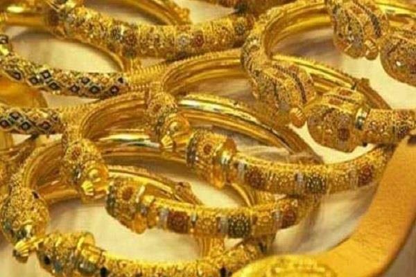 gold lost rs 326 silver also fell by rs 945