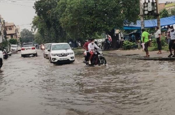 rain in afternoon in faridabad water logging became a problem