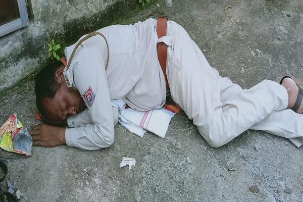 the drunk cop abused his own seniors slept on the street