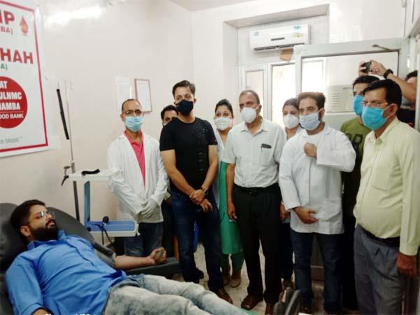 चम्बा में सदर सैयद दिलदार अली शाह की पहली पुण्यतिथि पर लगाया रक्तदान शिविर