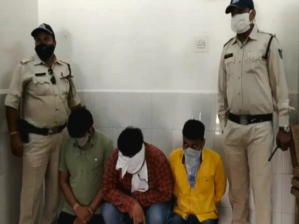 big action by ratlam police seven people arrested for betting ipl