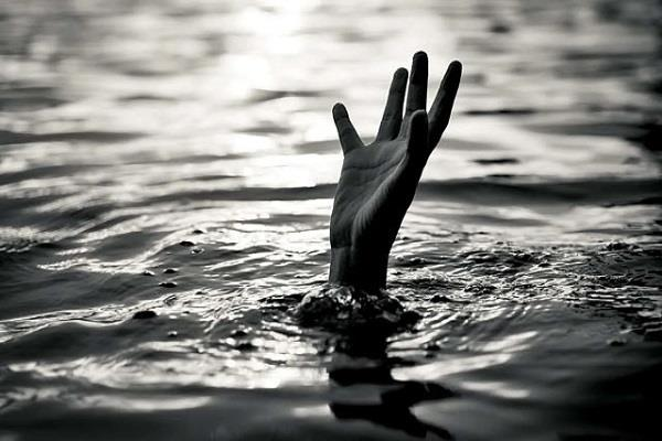 two youths drowned in ganga river during bath