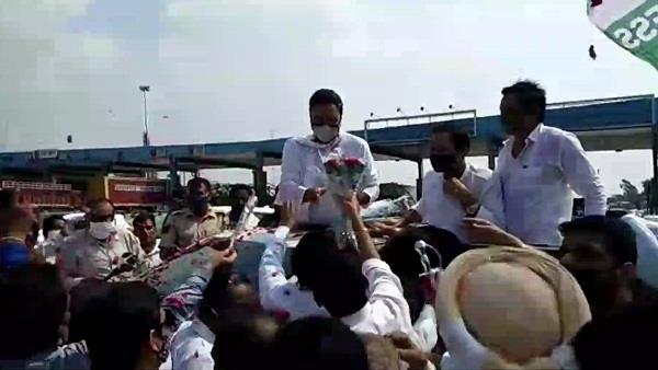 congress leaders welcomed surjewala