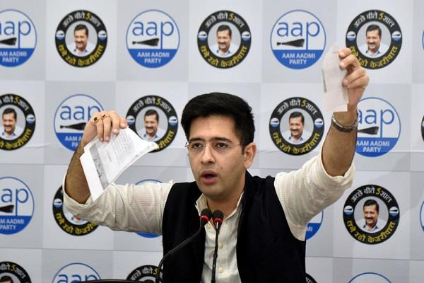 aap leader torn railway notice said delhi s slums will not break kejriwal