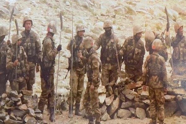 indian and chinese soldiers came face to face with rezang la