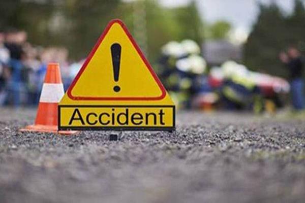 काँगड़ा: बाइक व कार की टक्कर में 2 युवक घायल
