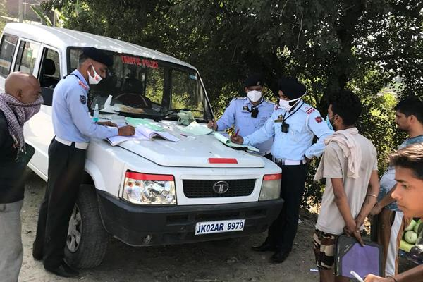 traffic police clamped down on those who broke the rules