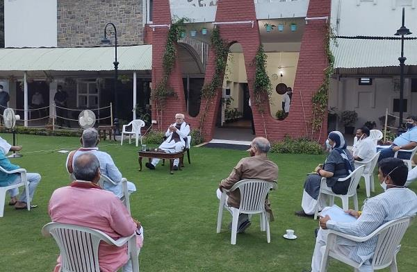cm khattar took a meeting of mlas