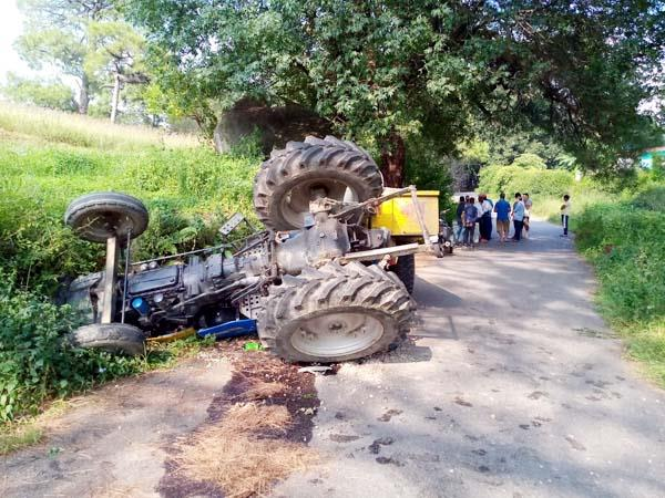 death of bike rider and tractor driver in road accidents