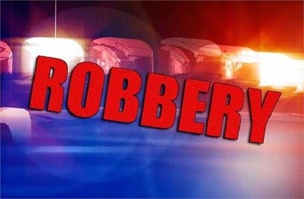 7 lakh rupees looted from finance company employee in broad daylight