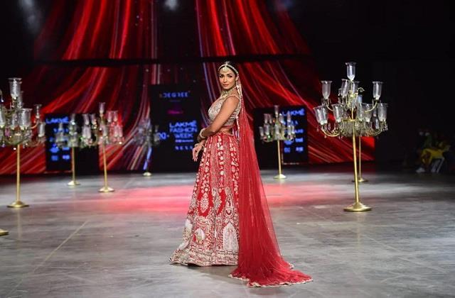 लैक्मे फैशन वीक में मलाइका अरोड़ा ने लगाए चार चांद, Bridal Look ने जीत लिया दिल