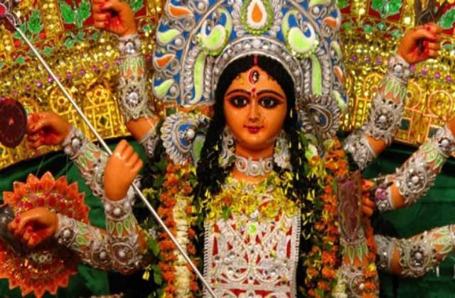 नवरात्रि: हनुमान मंदिर में चढ़ाएं एक चीज, कर्ज से मिलेगा छुटकारा