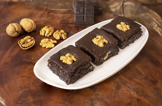 मेहमानों के लिए बनाएं वॉलनट चॉकलेट बर्फी